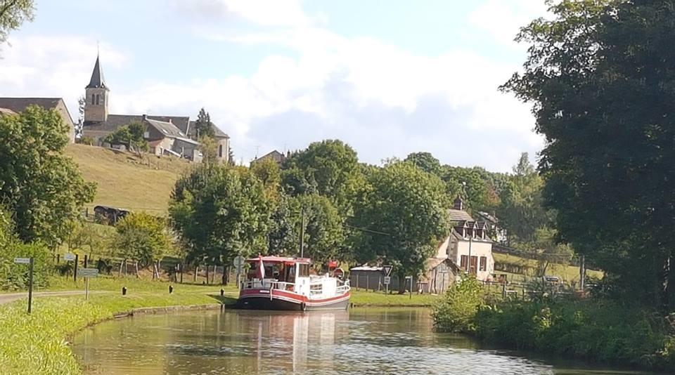 Canal du Nivernais à Mont et Marré