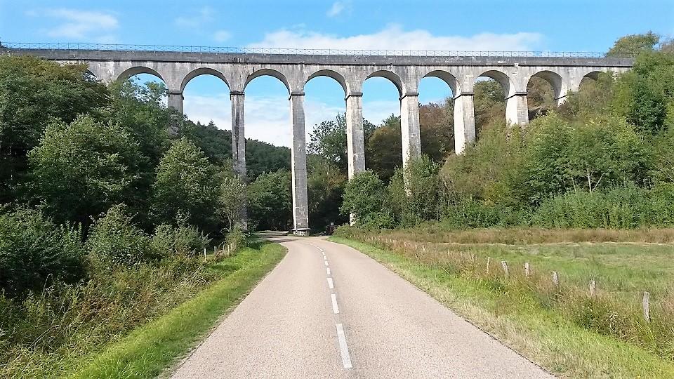 Aqueduc de Montreuillon